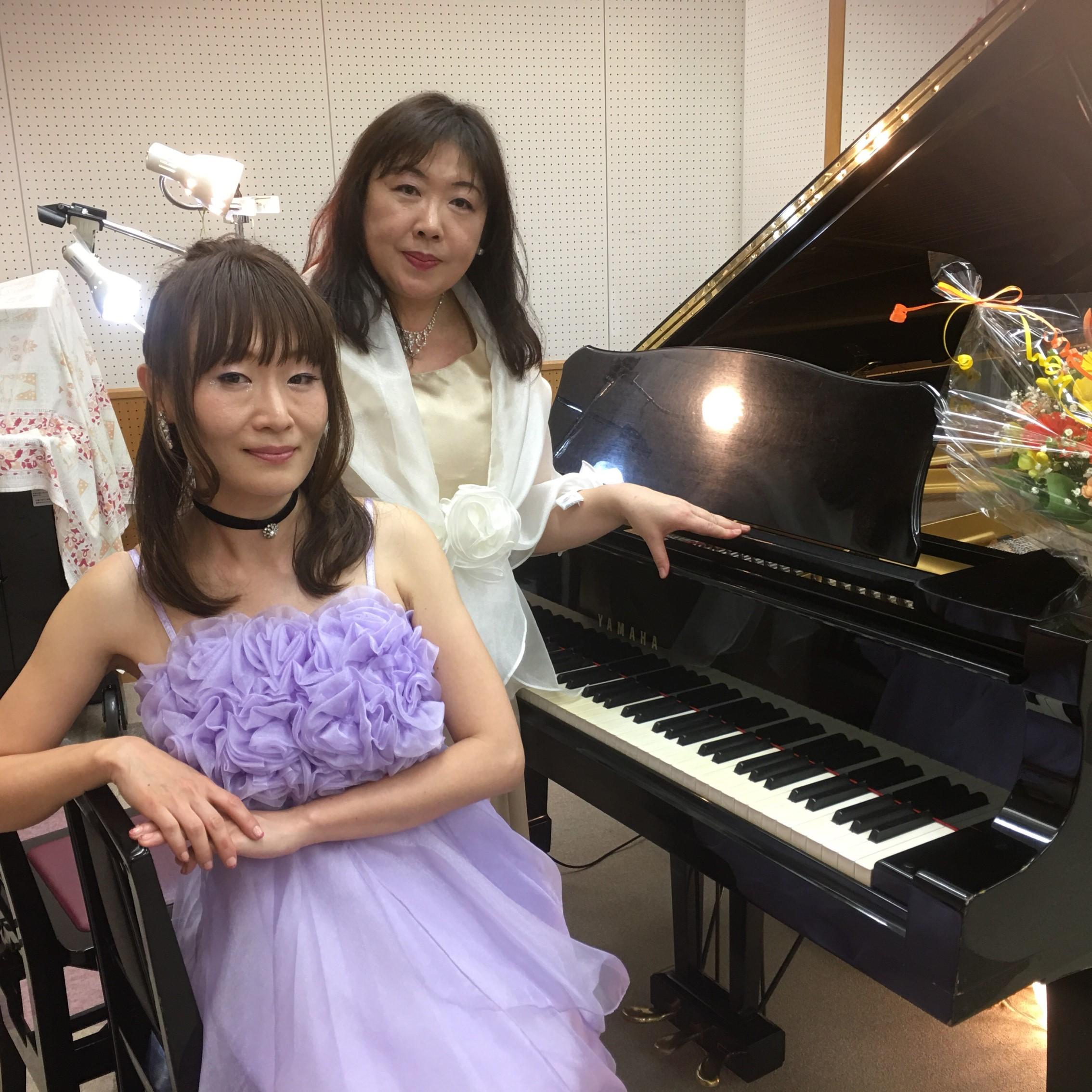 ピアノデュオ「ミューチェ」として演奏活動もしております。