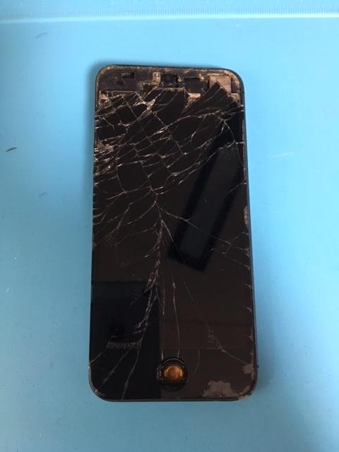 【修理事例】iphone5液晶破損ガラス割れ穴空きホームボタン紛失①