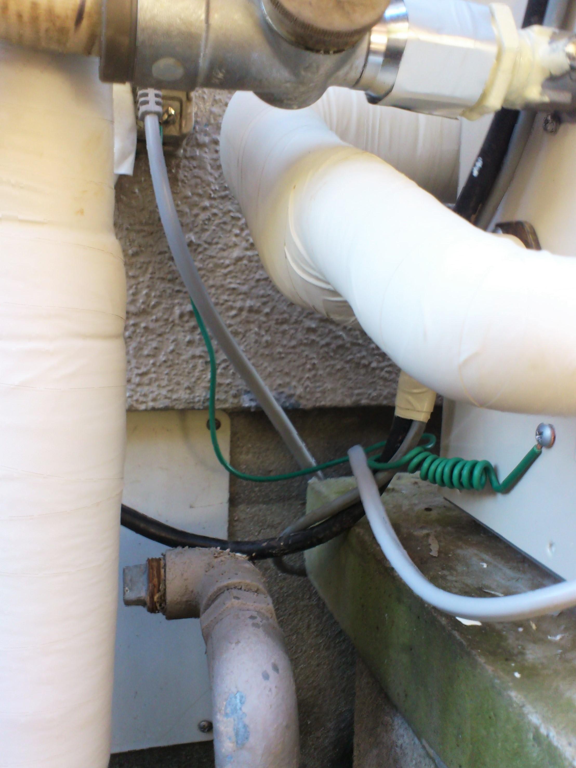 【アース工事】万が一の漏電時に備えアース線を接続します。