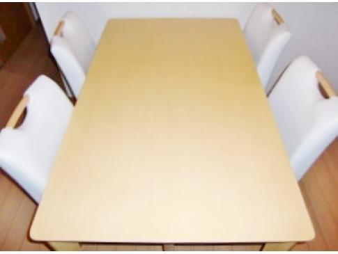 ダイニングテーブル・椅子セット。状態も良く買い取りさせていただきました