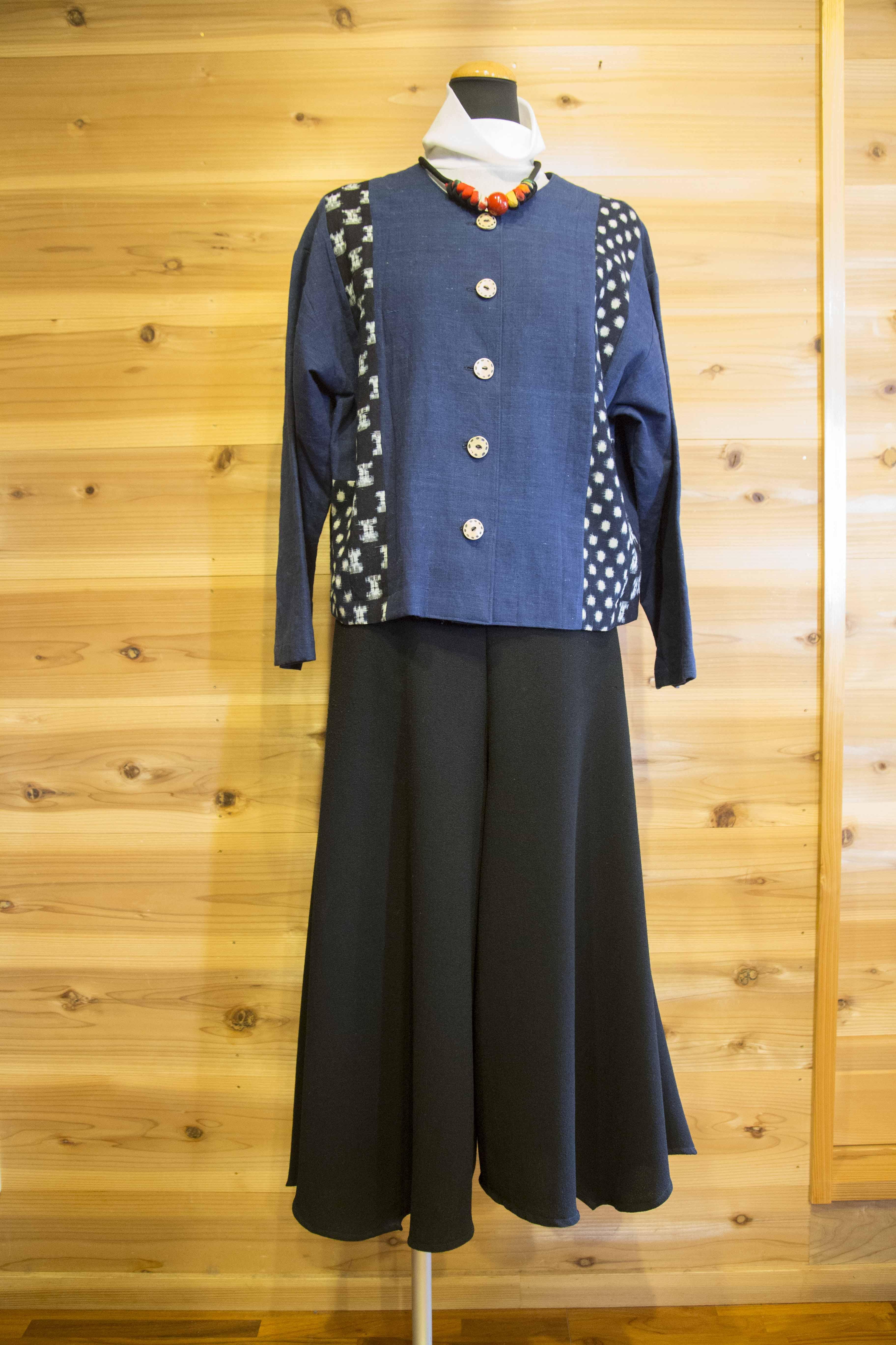 ジャケット/素材:綿/ 藍染、かすり 13,000円(税込)