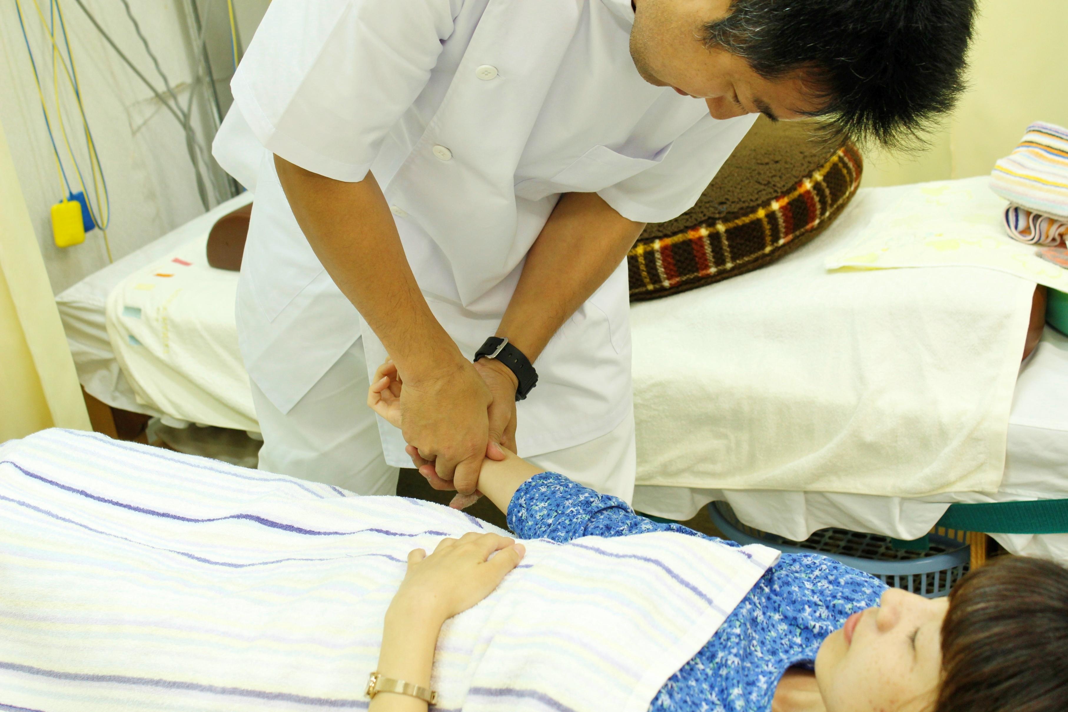東洋医学やオーリング・カイロプラクティックなどの知識を基に施術いたします