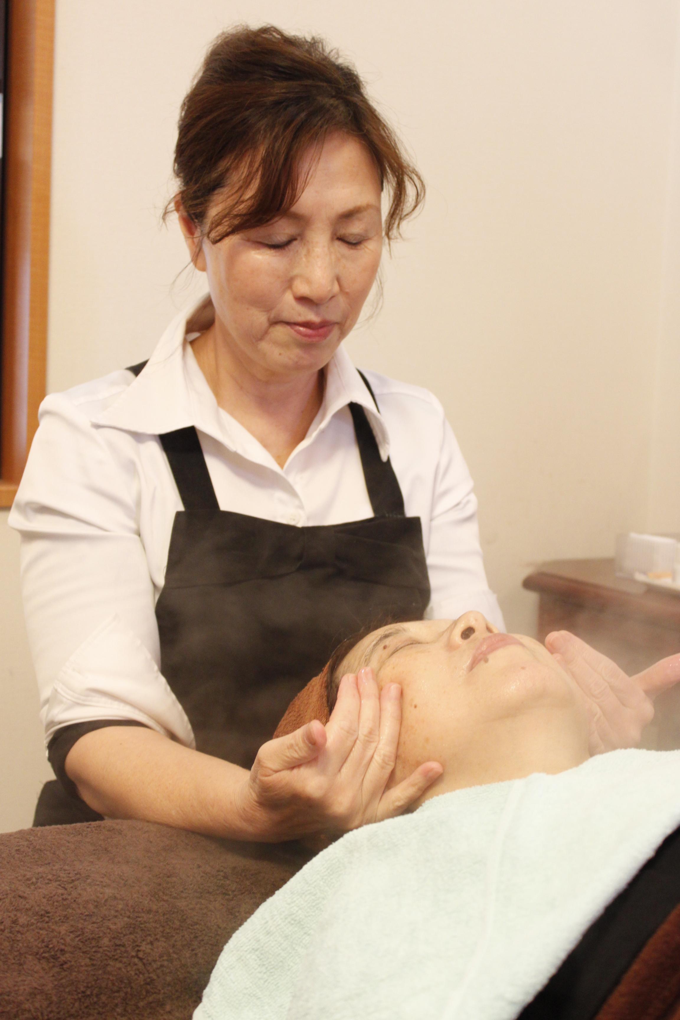 エステ施術歴10年以上の経験でしっかりお客様へ美をご提供致します。