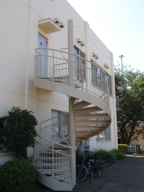 【施工事例】船橋市にある公共施設の螺旋階段の塗装工事です