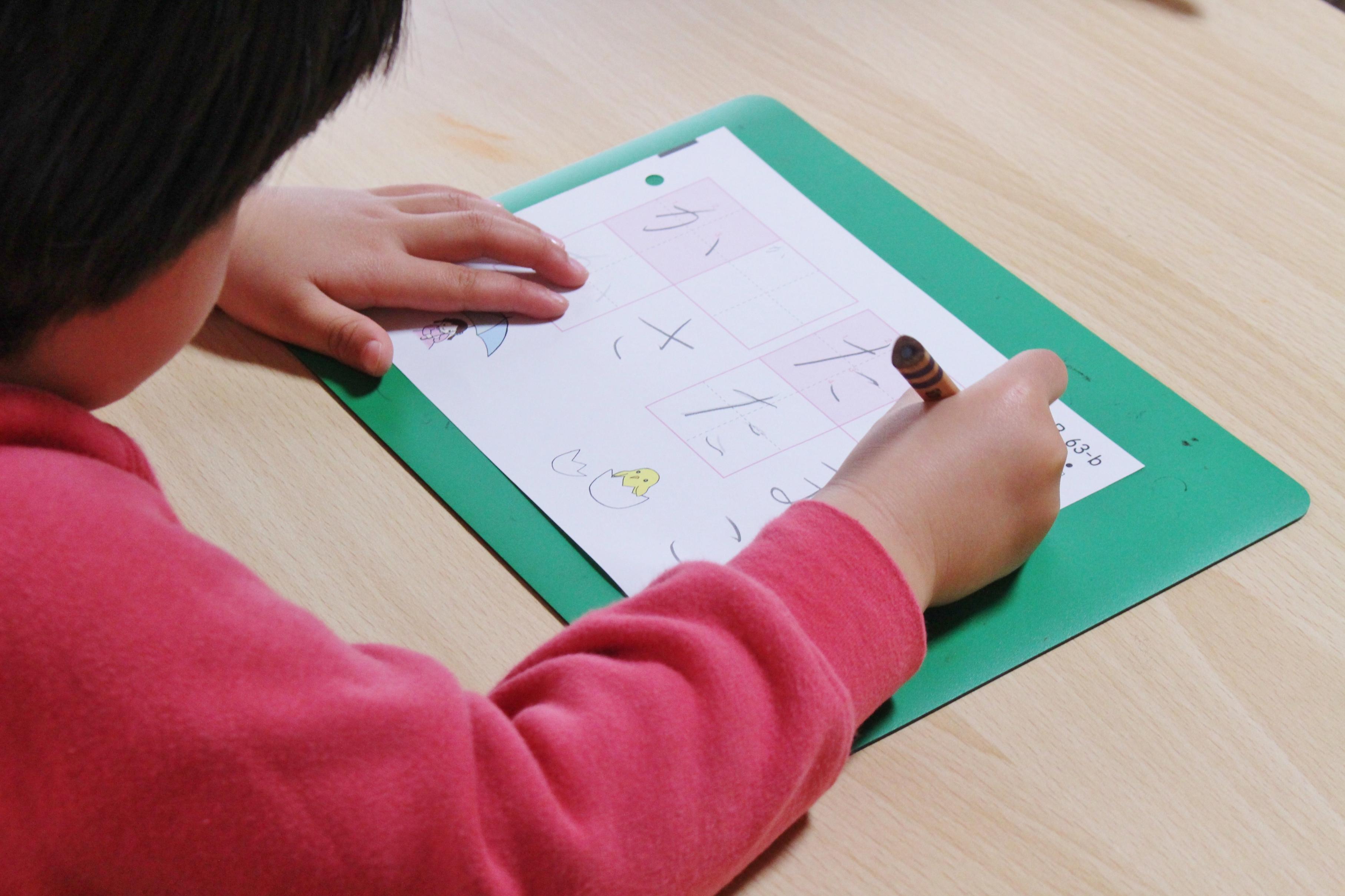 線→文字→全体を整える過程の中で日常の手書きに生きる書写力を養います