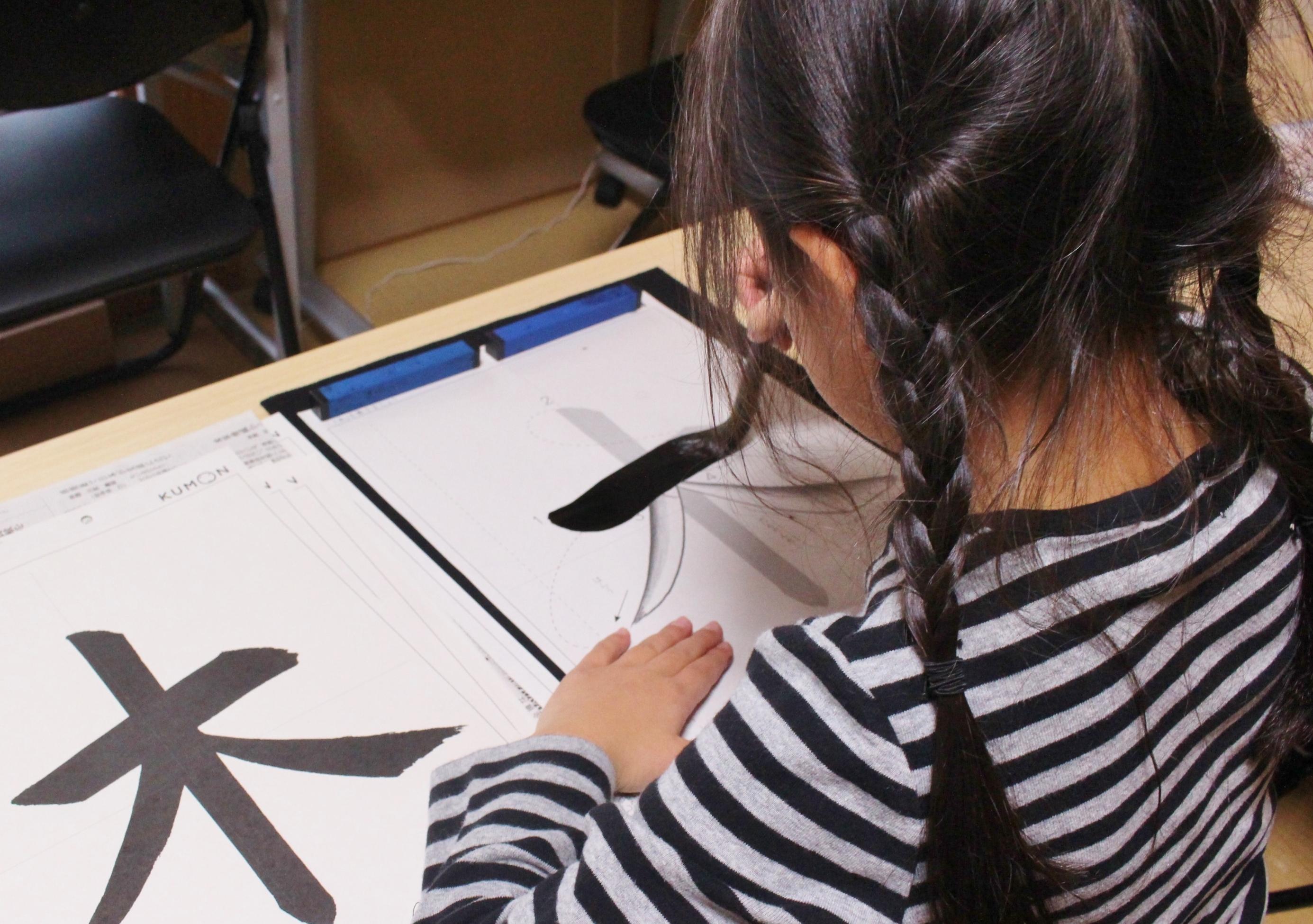 公文の毛筆は半紙ではなくプリントで学習します