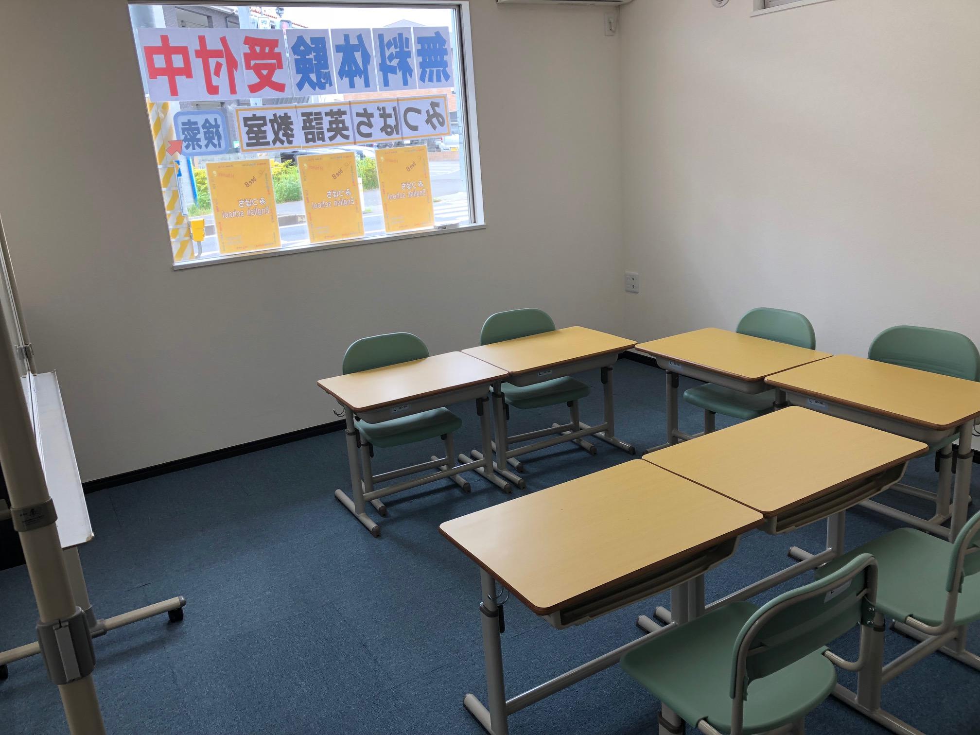 建物が完成して教室に机も入りました!