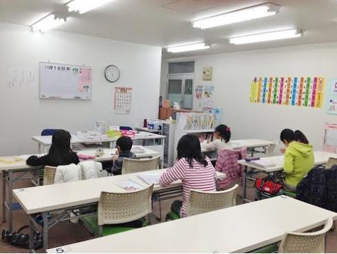 教室は先生の自宅、マンションの集会場などが多く、各市町村に複数の教室があります。徒歩で通えるので安心です♪