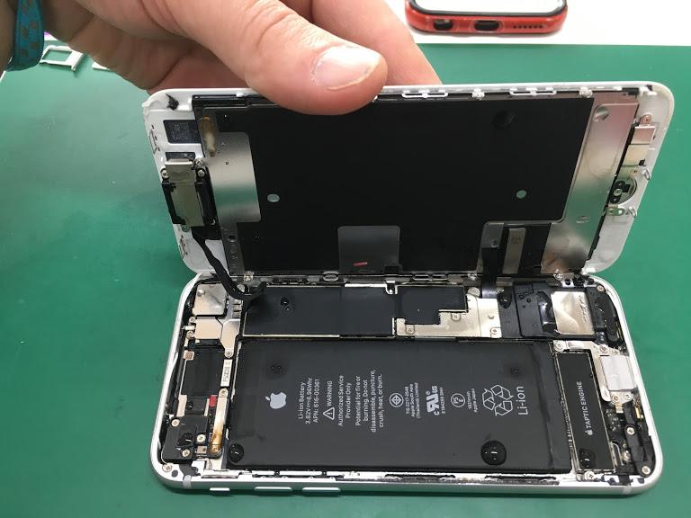 【iPhone8:水没修理】北習志野から、トイレに落としてしまって電源が入らなくなってしまったiPhone8の水没修理です。当店自慢のクリーニングテクニックで、無事にデータ復旧成功しました!