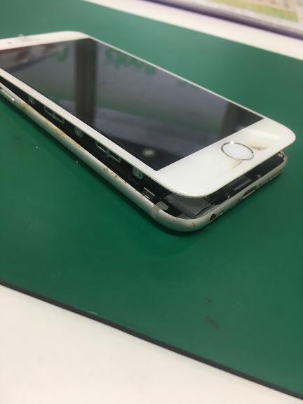 【iPhone6:バッテリー交換】北習志野から、膨張したiPhone6のバッテリー交換です。予約が無くても約10分で問題解決☆