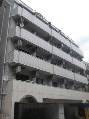 ロイヤルパレス原宿 建物画像1