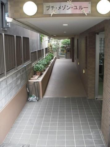 プチ・メゾン・ユルー 建物画像2