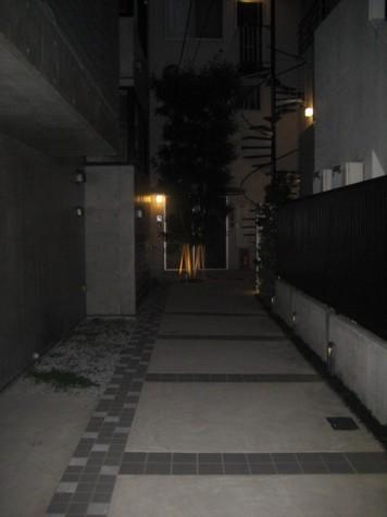 アプローチ(夜撮影)