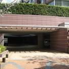 外観・駐車場入り口部分