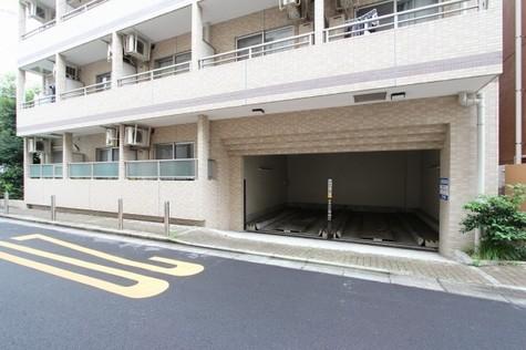 東側1階部分・駐車場