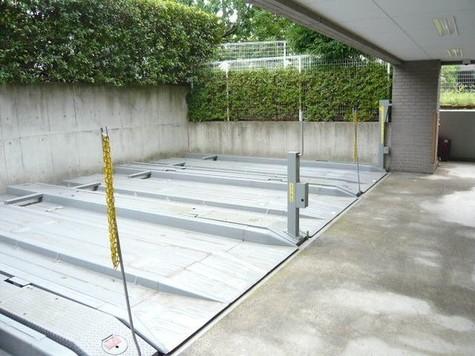 敷地内機械式駐車場完備(空要…