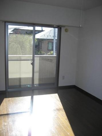 写真は204号室のものです。