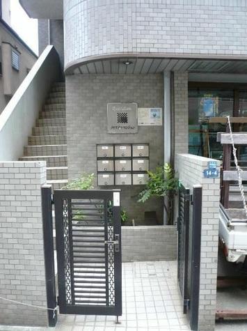 クリスタルマンション 建物画像3