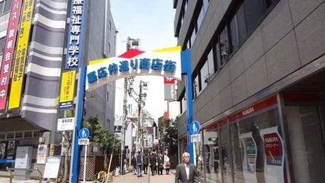 三田駅近隣の飲食街まで750m