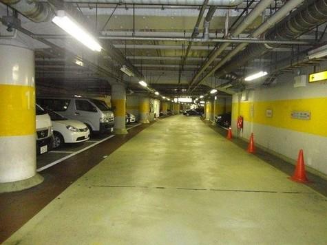 地下駐車場まで50m