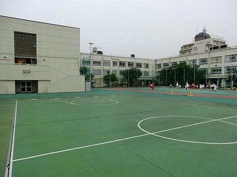 新宿区立落合第二小学校まで478m