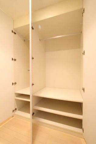参考写真:廊下収納(2階・反転タイプ)