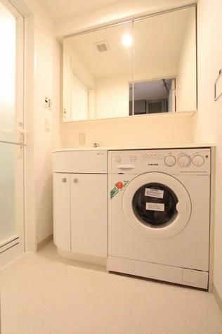 参考写真:洗面・脱衣室(8階・別タイプ)