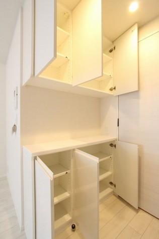 キッチン背面収納棚
