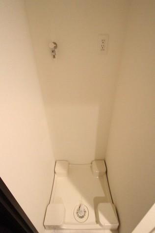 参考写真:洗濯機置場(3階・反転タイプ)