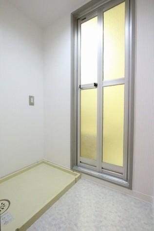 参考写真:脱衣所・洗濯機置場(9階・別タイプ)