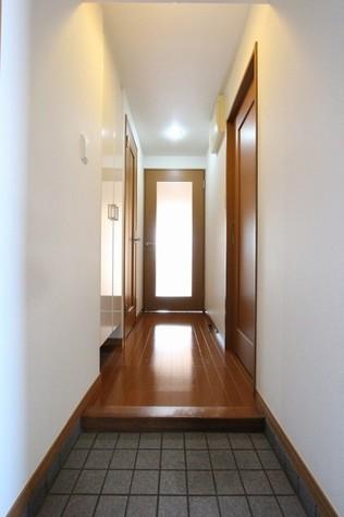 参考写真:玄関・廊下(2階・別タイプ)