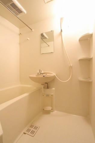 参考写真:浴室(9階・類似タイプ)