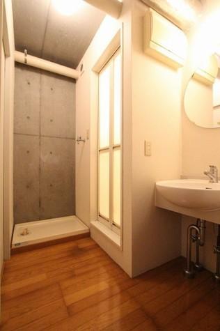 参考写真:洗面・脱衣室(1階・別タイプ)