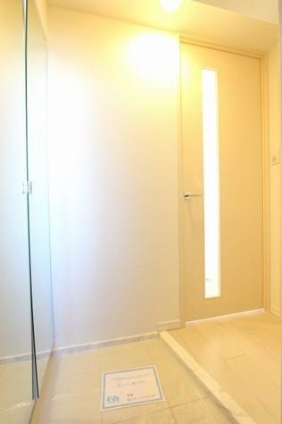 参考写真:玄関(11階・同タイプ)