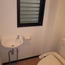 洗面台のある温水洗浄機能付トイレ