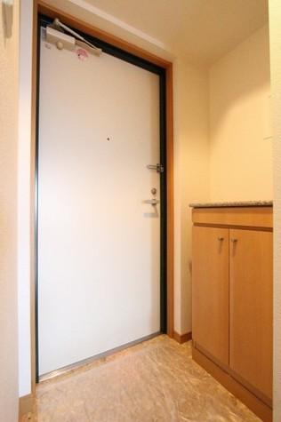 参考写真:玄関(6階・類似タイプ)