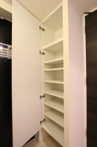 参考写真:下足入れ(8階・類似タイプ)