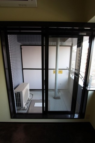 参考写真:バルコニー(7階・反転タイプ)