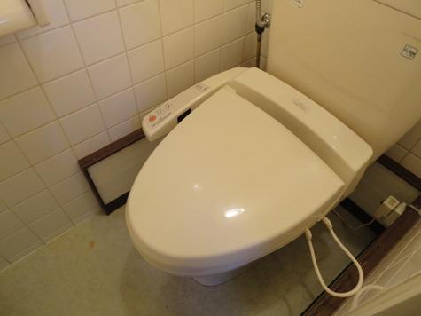 温水洗浄機能付トイレ