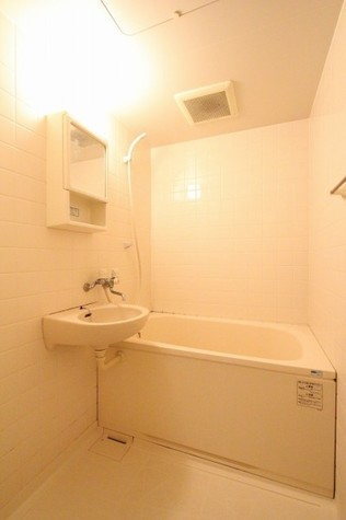 参考写真:浴室(3階・反転タイプ)