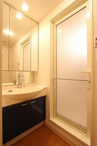 参考写真:洗面・脱衣室(1階・反転タイプ)