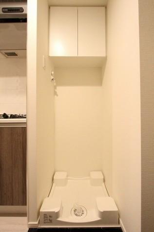 参考写真:洗濯機置場(1階・別タイプ)