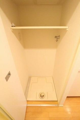 参考写真:洗濯機置場(4階・別タイプ)