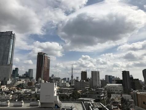 最上階で六本木ヒルズ・東京タ…