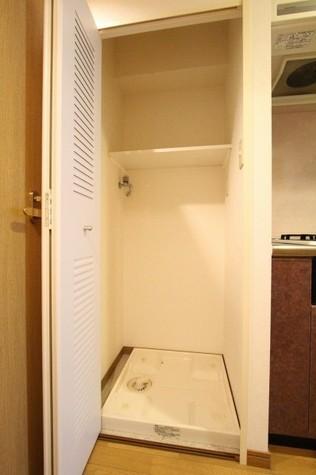 参考写真:洗濯機置場(4階・類似タイプ)