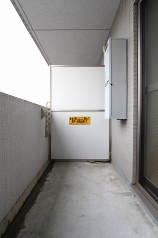 参考写真:バルコニー(9階・類似タイプ)