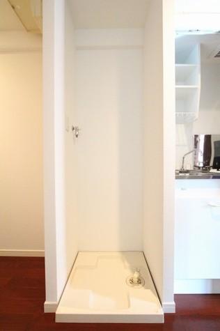 参考写真:洗濯機置場(4階・同タイプ)