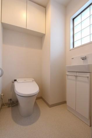 参考写真:トイレ(8階・別タイプ)