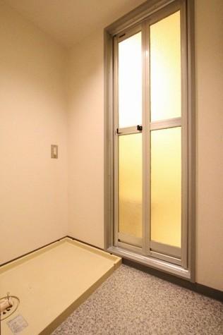 参考写真:洗濯機置場(9階・別タイプ)