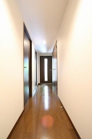 参考写真:廊下(1階・別タイプ)